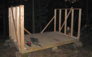 Стены курятника могут быть деревянными или кирпичными