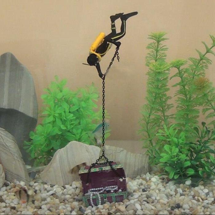 Декор для аквариума в виде игрушечного водолаза