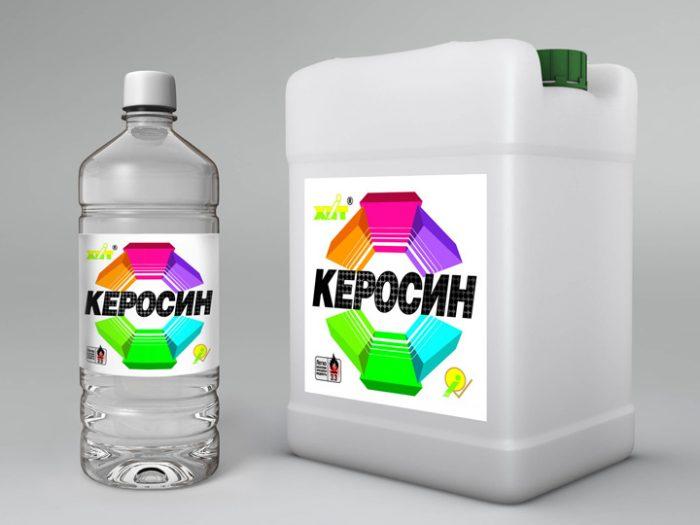 Бутылка и канистра с керосином