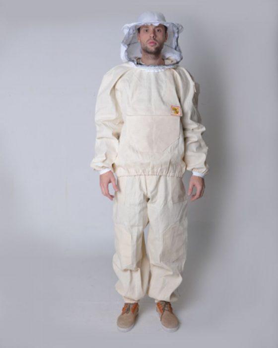 Человек в костюме пчеловода
