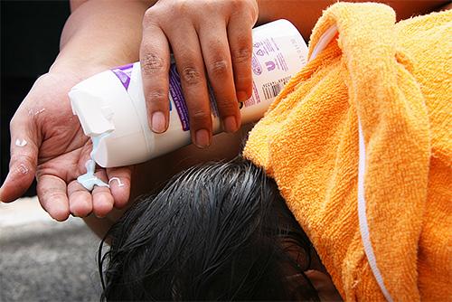 процесс мытья головы