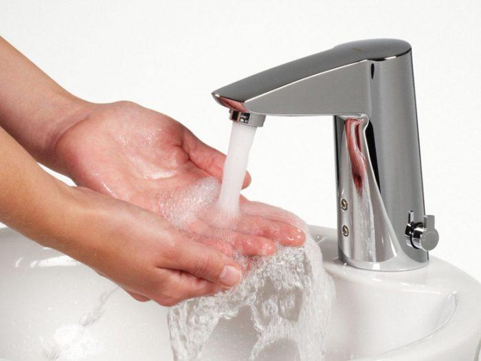 Струя воды из крана
