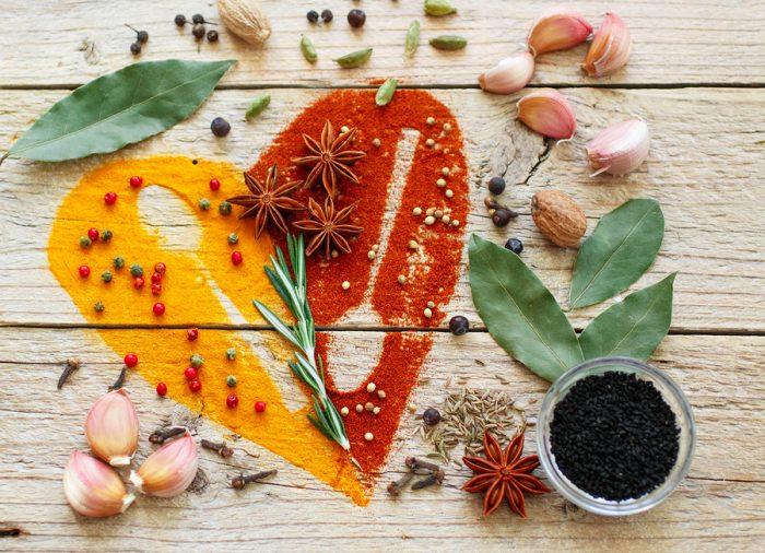 Лаврушка, чеснок, мускатный орех и другие пряности