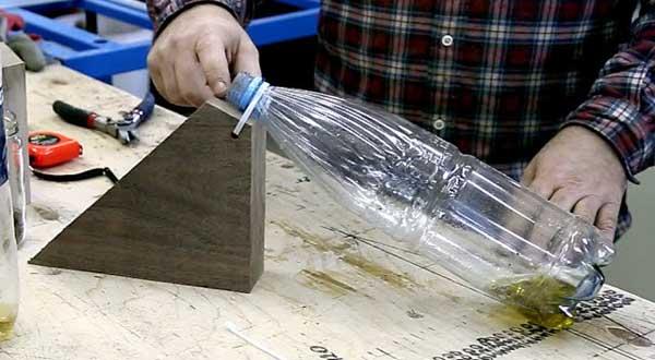установка мышеловки из бутылки