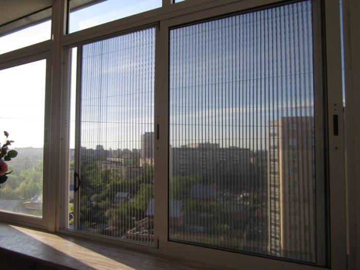 Сетка на окне