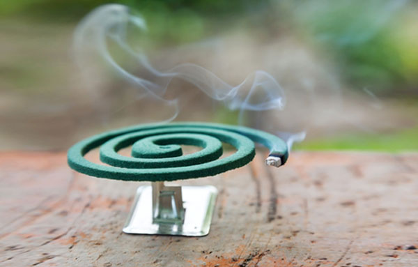 Спираль от комаров на улице