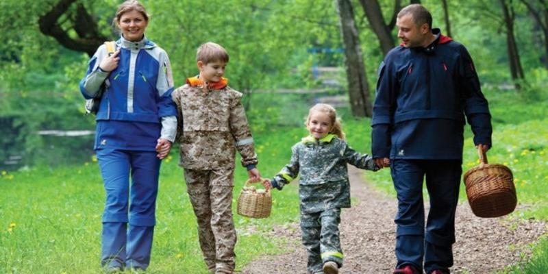 Камуфляж от клещей: какую одежду выбрать для прогулок на природе