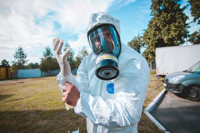 Специалист по дезинфекции от тараканов